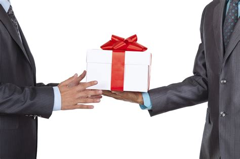 it gifts 5 tips on business giving etiquette