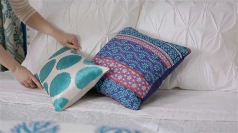 what is the best bed pillow to buy how to arrange bed pillows youtube