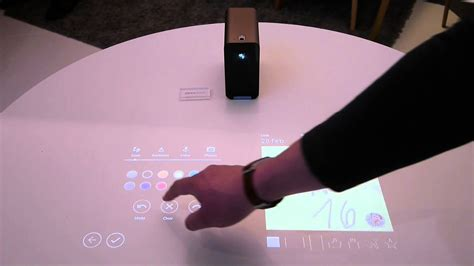 Proyektor Touchscreen portable projector turns any surface into a touchscreen