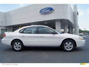 vibrant white 2005 ford taurus se exterior photo 63161959