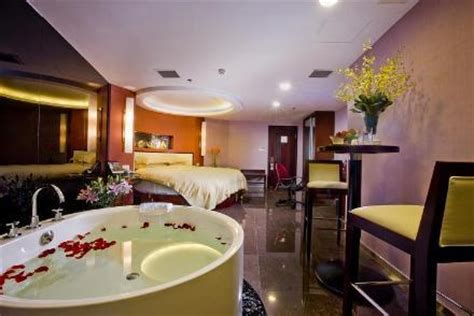 bid on hotel room yi wu ssaw hotel huafeng yiwu concept big bed room