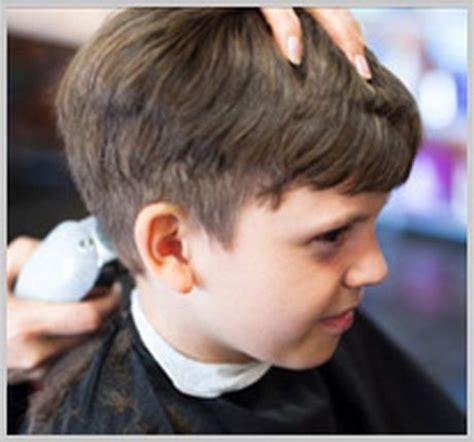 petit canapé pour enfant coupe de cheveux enfants coiffure coup 233