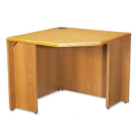 Hon Corner Desk Hon 107811mm 10700 Series 24 By 36 By 29 1 2 Inch Freestanding Corner Desk Medium Oak