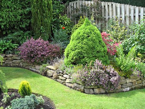 Fencing Ideas For Small Gardens Decoration Amazing Backyard Small Garden Ideas With Wooden Fence