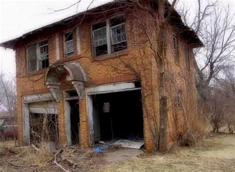 abandoned  oklahoma mansion  hauntingly beautiful