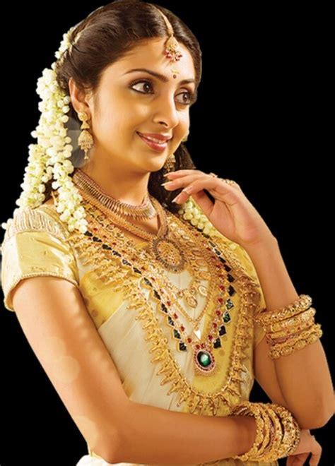 hindu malayalee bride   saree   wedding
