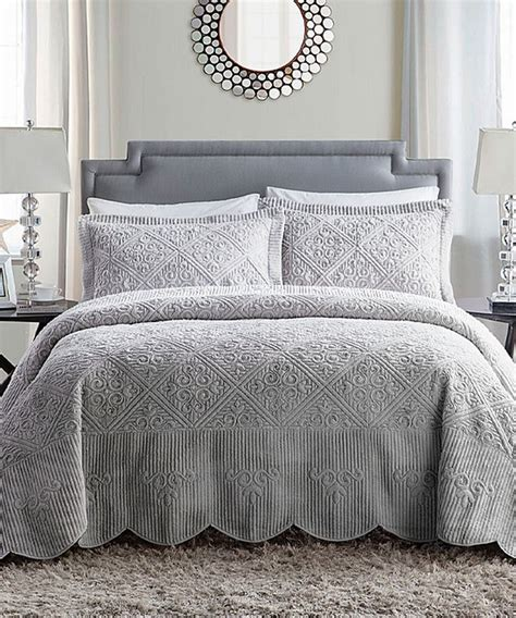 Quilted Comforter by Best 25 Gray Bedspread Ideas On Gray Bedding