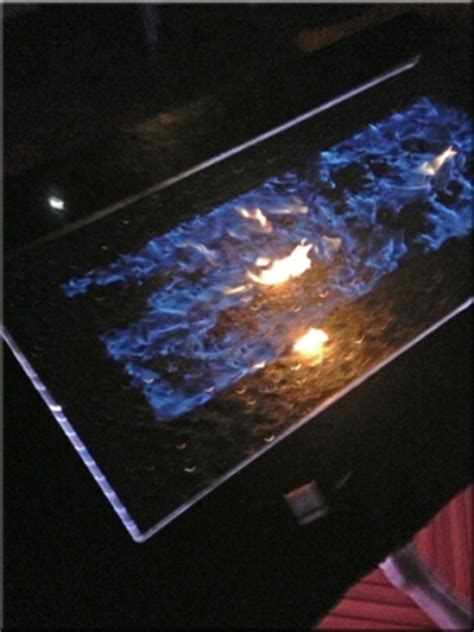 how does glass work in a pit make blue flames with black magic sand white and green