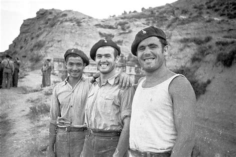 the ebro 1938 death 1855327384 spain 1938 gc batalla del ebro tres soldados sonrientes en el frente del ebro guerra