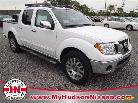 white nissan frontier 2011 nissan frontier sl crew cab in avalanche white