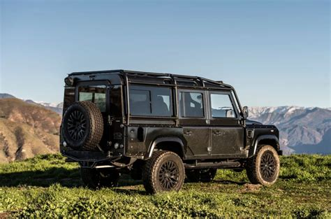 black land rover een waar road all black land rover defender