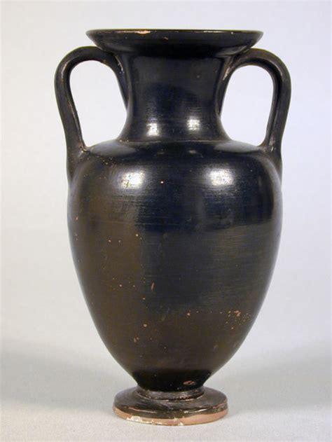 vasi etruschi valore anfora attica a vernice nera collezioni museo