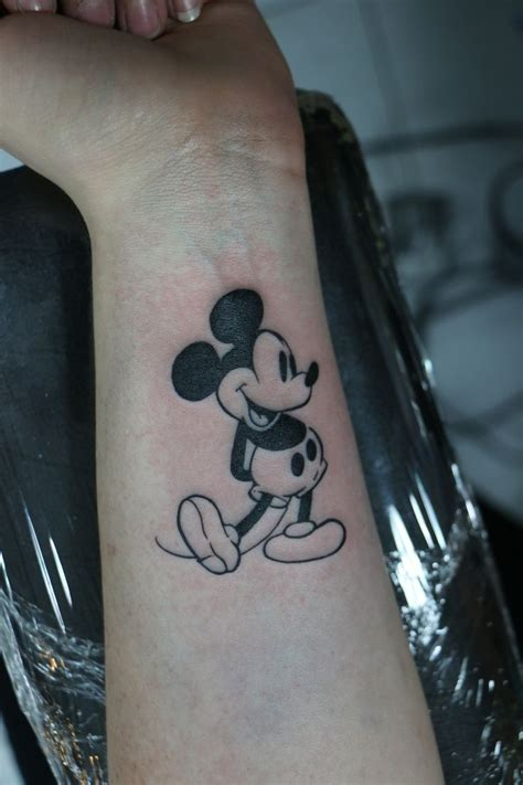 mickey mouse temporary tattoos disneyink photo tattoos photos and tatoo