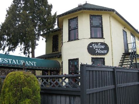 yellow house restaurant the yellow house resaurant kelowna central city menu prices restaurant reviews