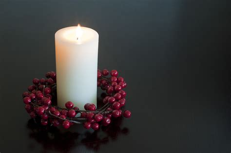 photo of christmas candle with a berry wreath free