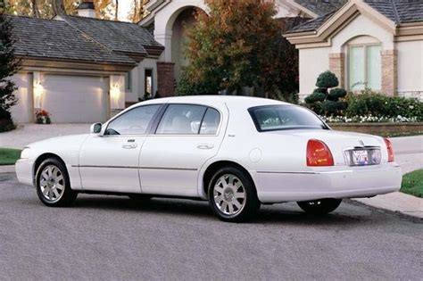 lincoln town car new model lincoln town car reviews research new used models autos post