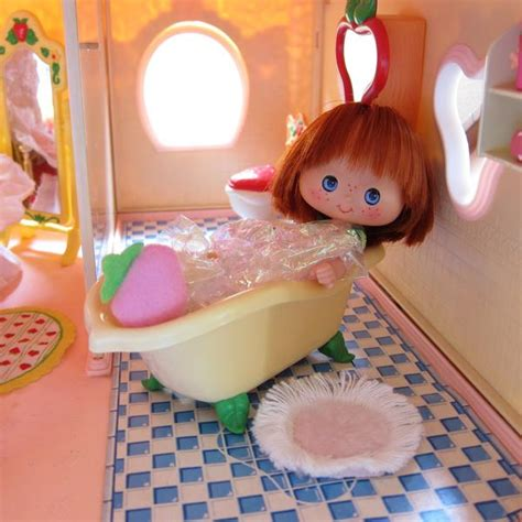 strawberry shortcake bathroom set bathtub for strawberry shortcake berry happy home