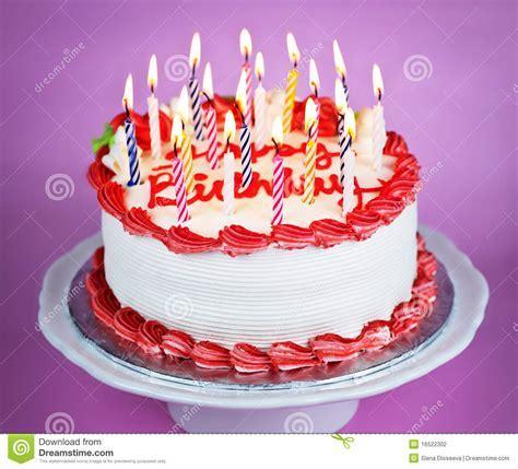 torta de cumplea 241 os con las velas del cumplea 241 os torta de cumplea 241 os con las velas encendidas fotograf 237 a de