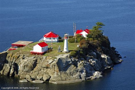 chrome lighthouse chrome island light deep bay british columbia canada