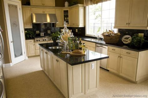are maple cabinets out of style 2016 best 20 white cabinets ideas on white