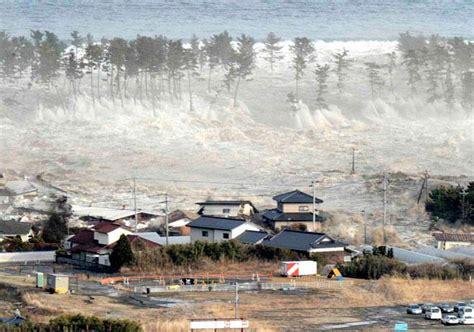 imagenes extrañas en tsunami japon jap 243 n contin 250 a la reconstrucci 243 n tras el tsunami de 2011