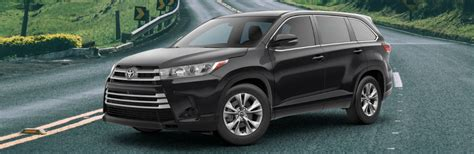 How Much Is A Toyota Highlander 2017 Toyota Highlander Xle Vs 2017 Toyota Highlander Se