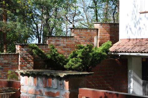 gartenmauer backstein gartenmauer aus alten abrissziegel gebaut b a c k s t e