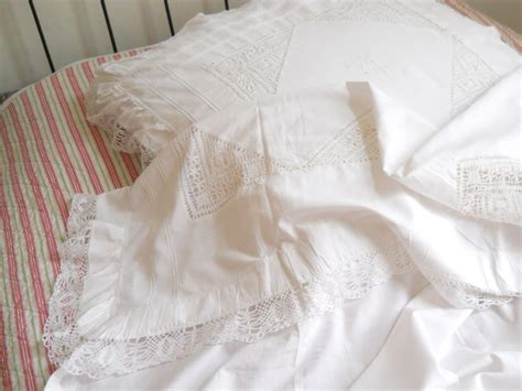Vintage Bed Sheets by 2 Antique Bed Sheets Pillow Cases Vintage Lace Bed