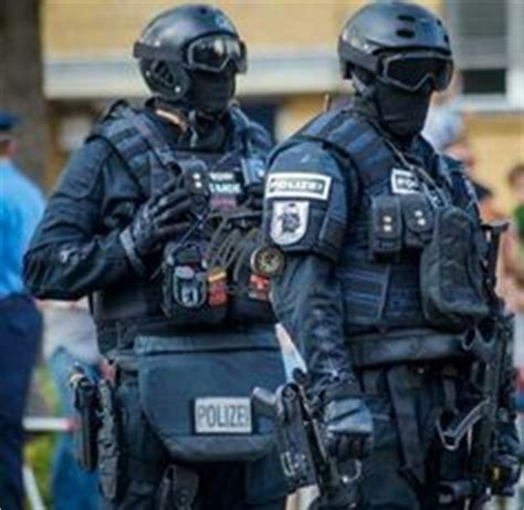 france police using sg 551 | tactical world | pinterest