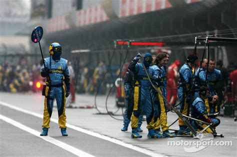 the mechanic the secret world of the f1 pitlane books renault f1 team pit crew wait for a pitstop at gp