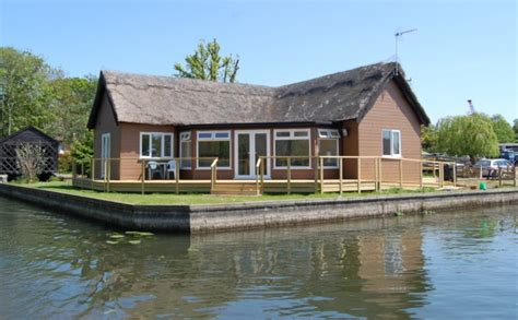Norfolk Broads Fishing Cottages by Owlswick Riverside Rentals