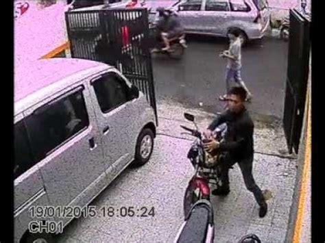 Lu Tembak Buat Sepeda Motor pencurian sepeda motor terekam di cctv honda