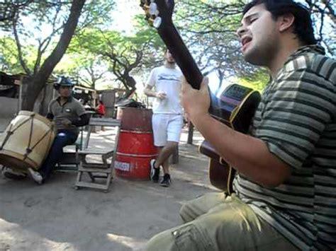 pablo gimenez bordi y demi carabajal en el patio del indio