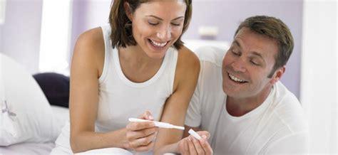 uno puede salir embarazada con la menstruacion puedes quedar embarazada y que te siga bajando