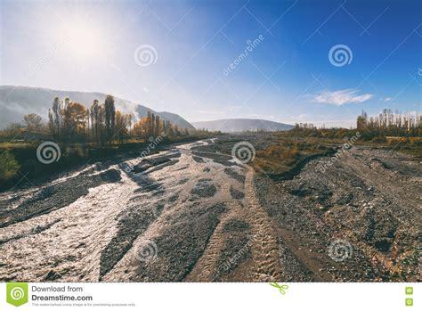 letti di fiumi letto di fiume fotografia stock immagine 81128368