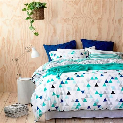 black and blue bedding 30 timeless geometric and graphic bedding ideas digsdigs