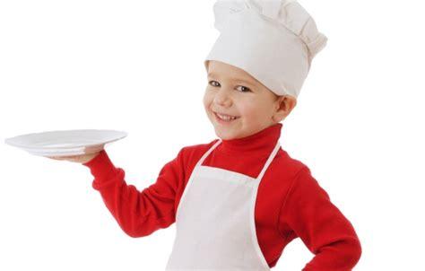 cameriere casa in casa facciamo aiutare dai bambini viva la mamma