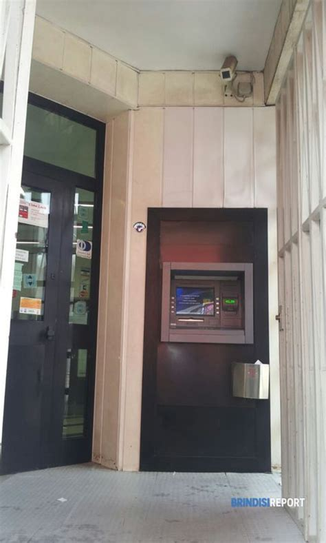 banca popolare pugliese brindisi bandito solitario armato di pistola assalta la banca