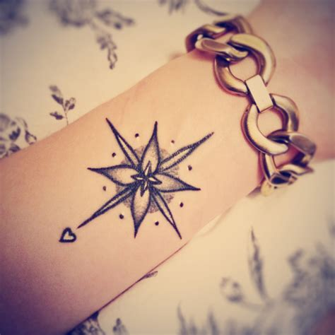 small girly tattoo small compass ink youqueen girly tattoos