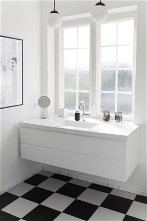 black and white checkered bathroom floor via bobedre bathroom checkered floor black and white