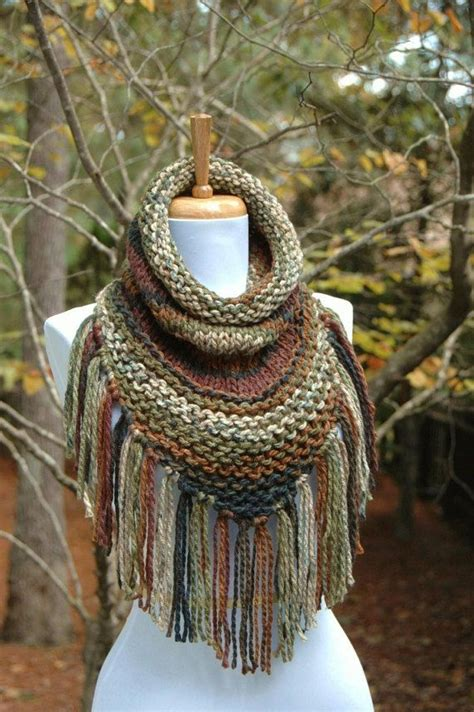Echarpe Triangle Tricot by Chunky Scarf Knit Triangle Scarf Cowl With Fringe In