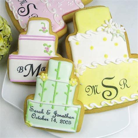 seduta sul seduta sul divano biscotti glassati per un matrimonio
