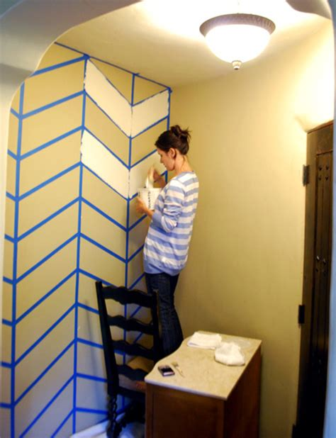 wall pattern with paint diy project laurie s herringbone wall design design sponge