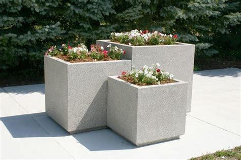 vasi in cemento da giardino fioriere in cemento vasi e fioriere