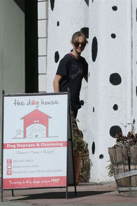 dog house daycare amanda seyfried in spandex at the dog house for daycare 02 gotceleb