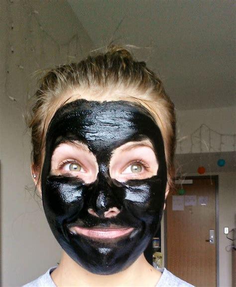 diy charcoal mask hausmittel gegen geschwollene pickel aus