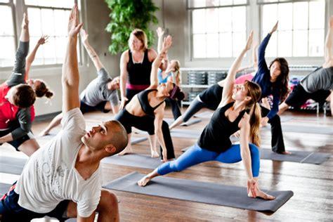 imagenes de yoga flow flow yoga la tendencia que arrasa fitness para corredoras