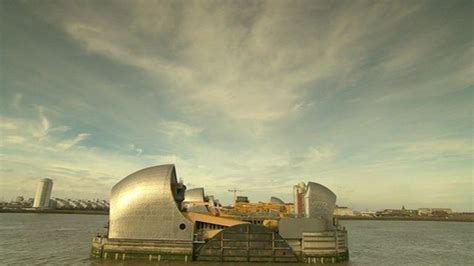 thames barrier deployed thames barrier breaks closure record bbc news