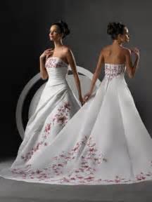 Wedding organizer hot trends 2009 spring wedding dresses