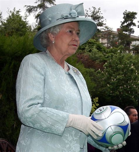 arsenal queen anorak read the queen s letter to an arsenal fan who